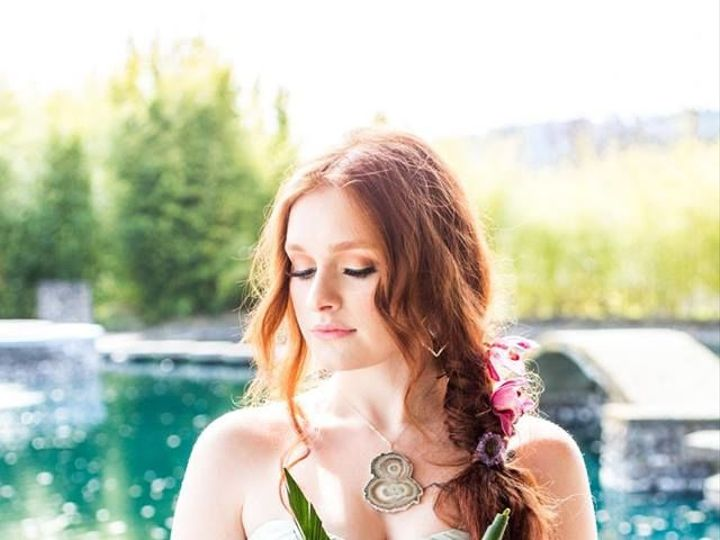 Tmx 1527631641 E8d4a8e94e2aaf76 1527631640 Ab91ae9b230d101d 1527631617011 12 Tropical 11 Portland, OR wedding florist