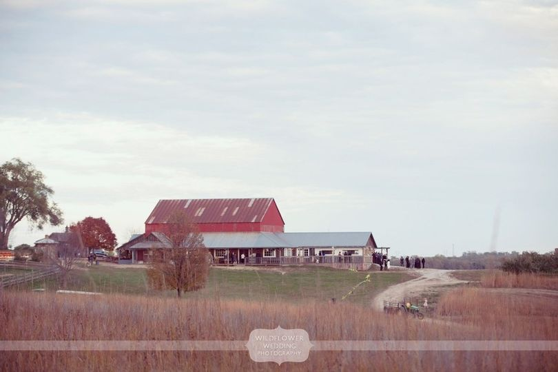 800x800 1422893740210 weston red barn wedding kc mo 02ppw900h600