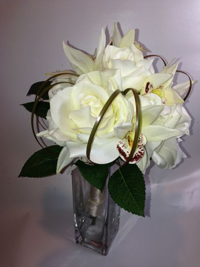 We can reproduce bridal bouquets. This is an example of our work.