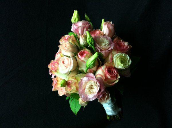 pinklisianthusandrosebouquet