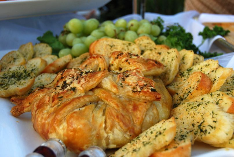 Cranberry Baked Brie with Toasted Croistini and Grapes