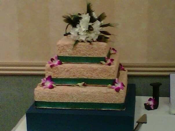 Tmx 1514406120635 Fbimg1511985176897 Prairie Du Sac wedding cake