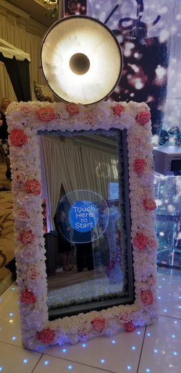 MagicMirrorBooth w/ Floral
