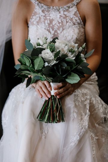Organic neutral bridal bouquet