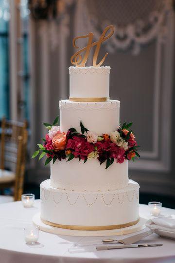 Lush cake flowers