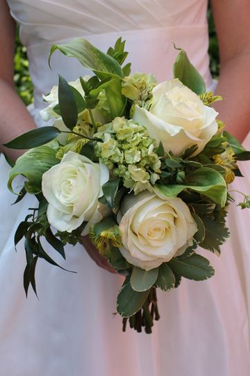 Leafy bouquet with white roses
