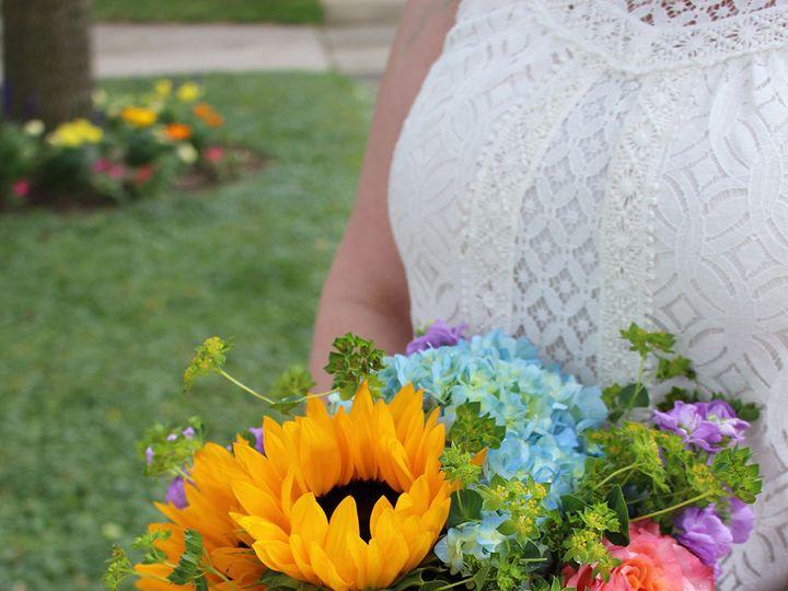 Tmx 1517527674 2da1448218b59ce8 1517527673 538f2f60f1266890 1517527671270 8 140 Milwaukee, Wisconsin wedding florist