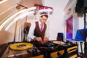 Mix Style Entertainment - DJs, Lighting, & More