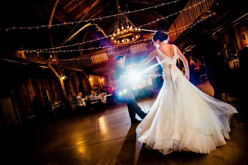 bride and groom dancing 51 193560 158345626796856