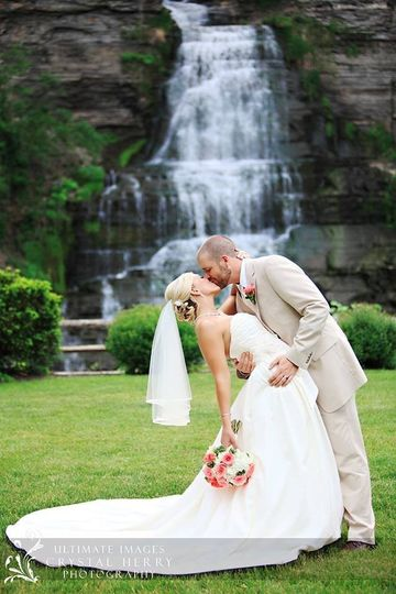 Kiss by the waterfalls