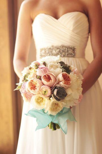 Blush & cream bridal bouquet