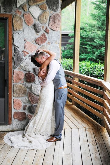 First look example at the cabin. Florida wedding photographer