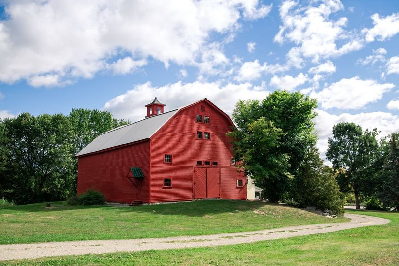 dd52326a1e1b6b2f Red Barn at Meadow Ridge Farm