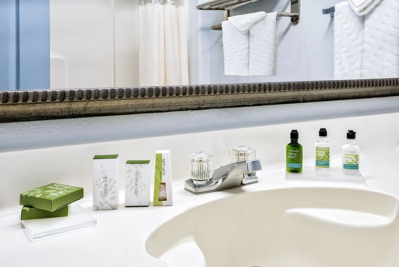 counter top toiletries low res