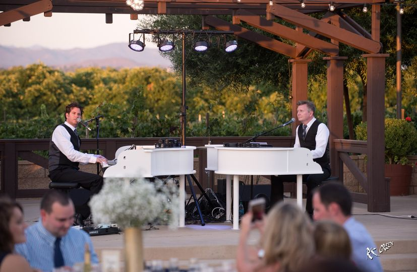 The Killer Dueling Pianos performing