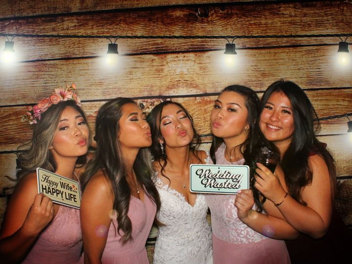 Tmx Bridebridesmaidswoodlights 51 584760 157965226358180 Seattle wedding rental