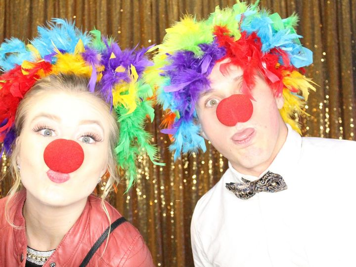 Tmx Clown Noses And Feather Wigs 51 584760 157965178157608 Seattle wedding rental