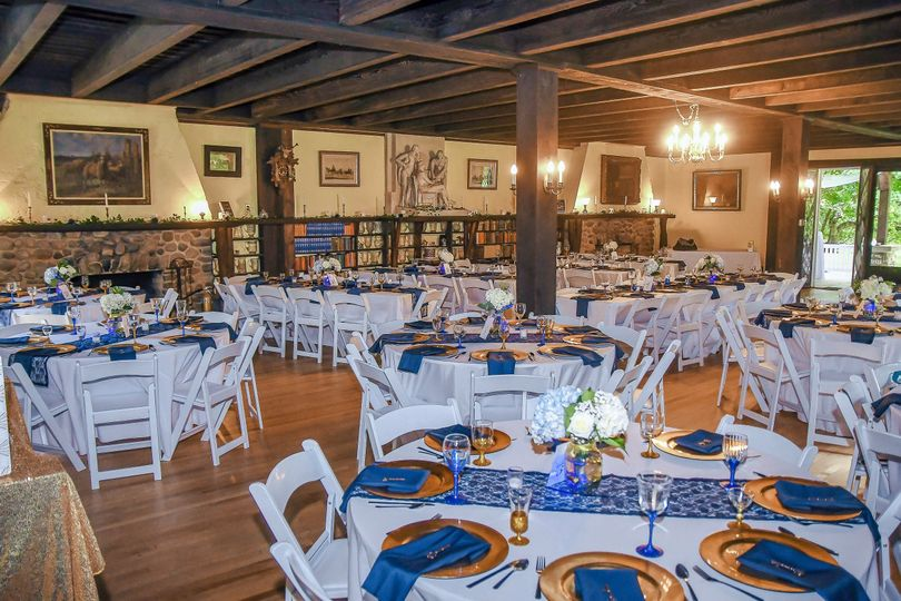 Reception setup in blue and gold