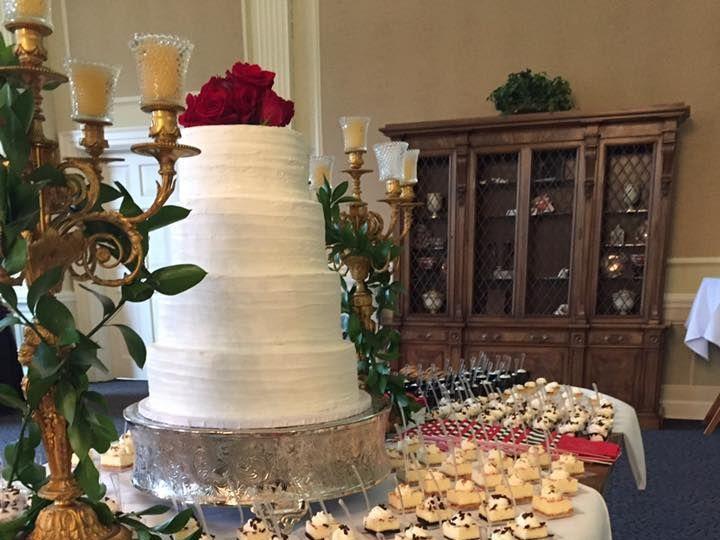 Tmx 1516343642 24a839c1a1756464 1516343640 F50aba2a5cc107ac 1516343640394 14 MiniDessertsandCa Arlington, TX wedding cake