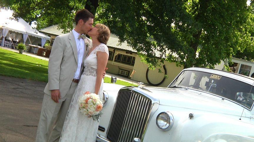 k farm bentley w couple kiss sweet mts still001