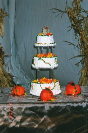 Fall theme, buttercream flowers, small pumpkin cakes