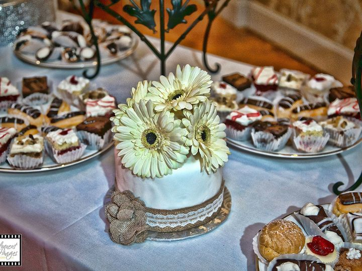 Tmx 1497543970044 08 Id 2b57eedd 9606 46dc Fee0 Fecf482b7c06 Id 0f37 Somerset, MA wedding cake