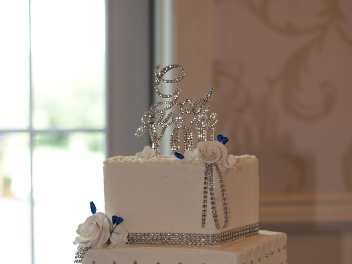 Tmx Sq Bling 51 90960 157401077139830 Somerset, MA wedding cake