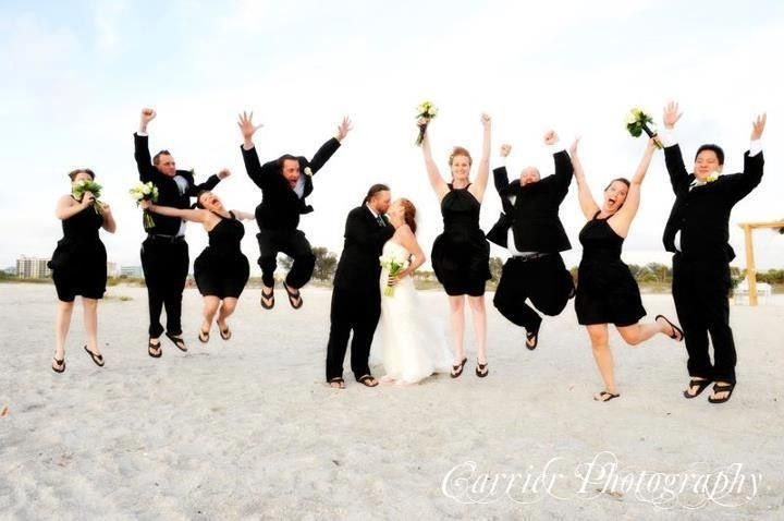 Couple with the groomsmen and bridesmaids