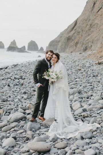 bride and groom oregon coast elopement