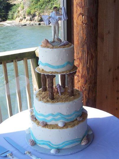 Cake with pillars