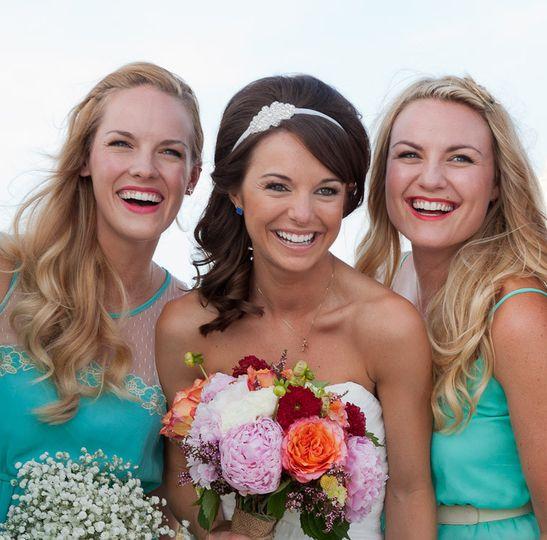 sara and bridesmaids closeu