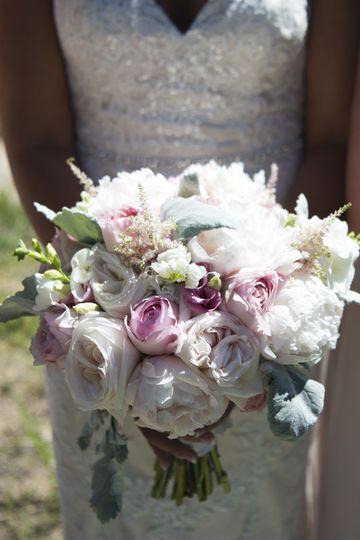 985b8fc3ab575207 1519347654 a4bb7f33260b4786 1519347653513 2 Brides Bouquet