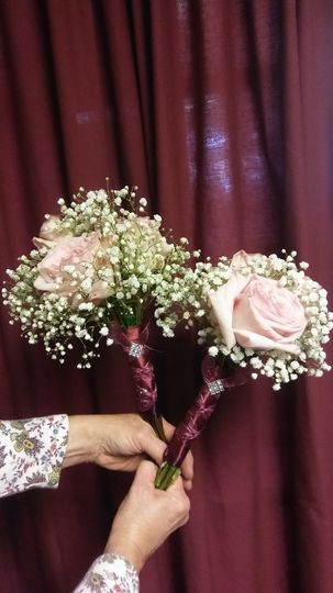 Garden rose w baby's breath