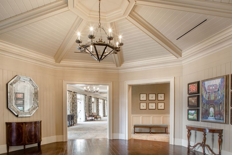 The striking rotunda foyer in Georgian Hall leads guests to the window-lined Savannah Foyer.