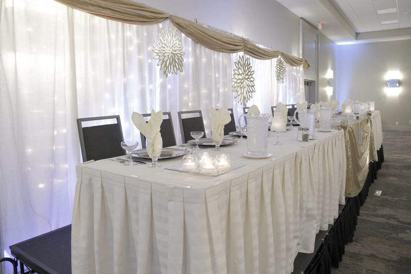 Head table in white