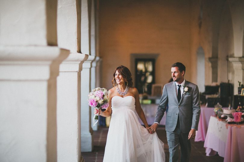 Holding hands | Studio Castillero Photography