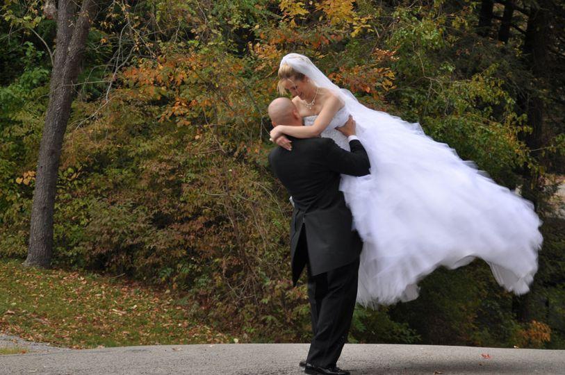 signer groom swinging bride 300dpi 1577