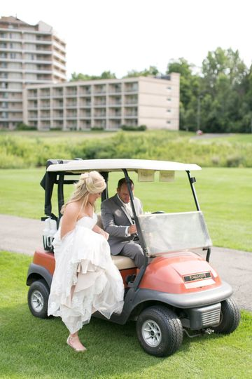 Kelly & Ryan making a momentary escape via golf cart for a romantic picture session!