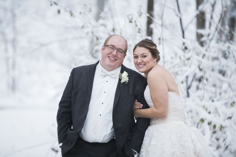 Jessi & Anthony looking lovely in the winter snow!