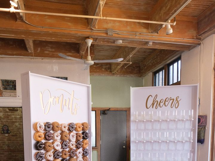 Tmx Donut Champagne Boards 112 2 51 772270 Loves Park wedding planner