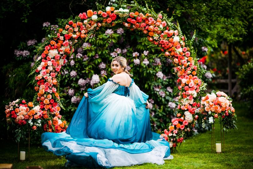 Circular arbor w/ tall florals