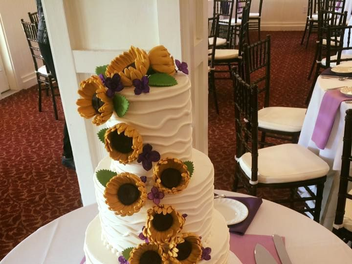 Tmx 1525294473 B1d3692c3ecf03c1 1525294471 3058d9ffd900b5ba 1525294490883 7 Sunflowers Willow  Rochester wedding cake