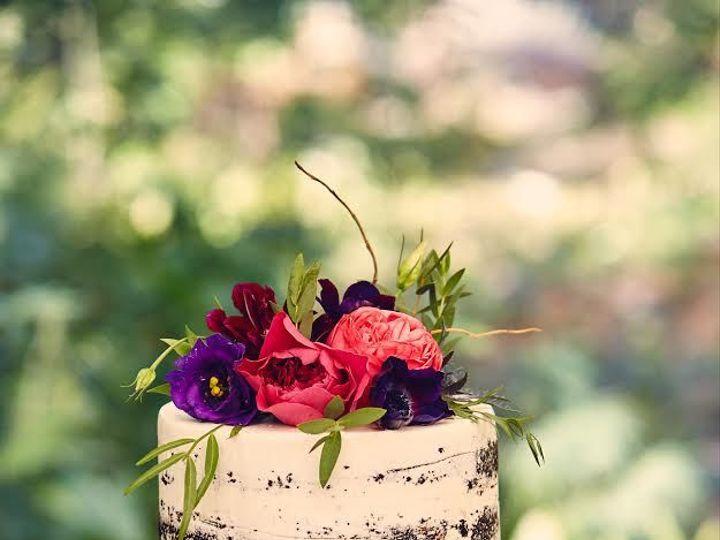 Tmx 1525294542 31258c87adff4dad 1525294540 De4596e4afa8eec6 1525294559615 13 Fresh Flowers Nak Rochester wedding cake