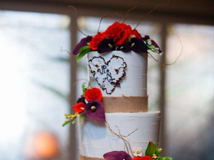 Tmx 1525294664 C70f8cc1cbc77e6e 1525294662 788237f062f909ad 1525294681596 25 Four Tiered Butte Rochester wedding cake