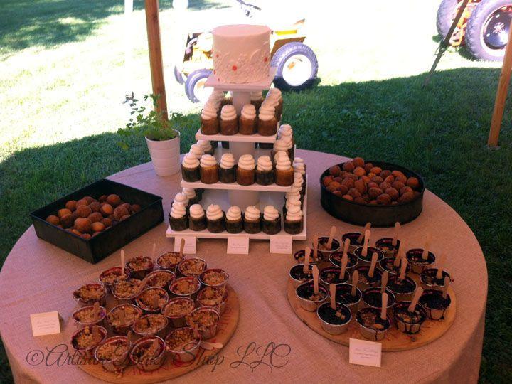 Tmx 1525296555 44787ee996152804 1525296554 E1bd3373a1c2286f 1525296573431 12 2.2 Rustic Farm W Rochester wedding cake