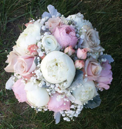 800x800 1476394487585 blushing bridal bouquet blush garden roses blush r - Blush Garden Rose Bouquet