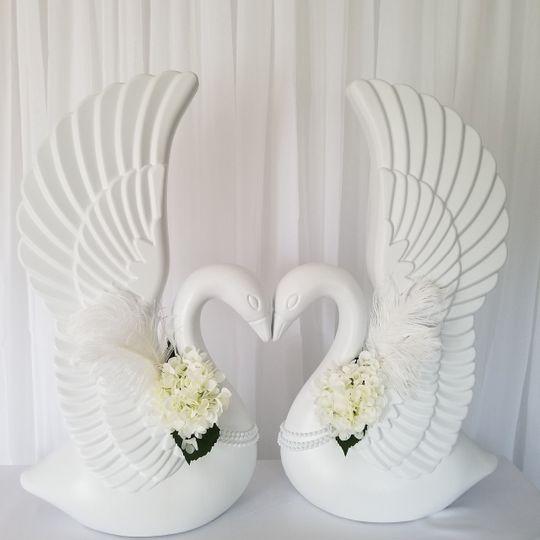 White swan decor