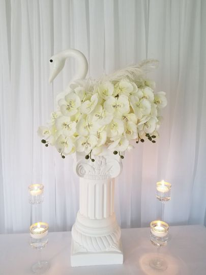 Swan and floral decor