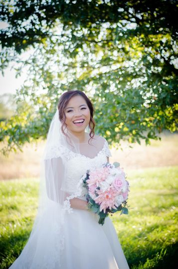 Happy bride | Lauren Nicole Photography