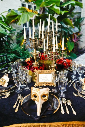 Table setting and mask